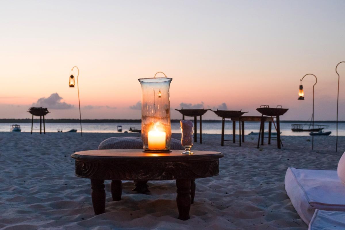 Apéritif au sunset sur l'île de Mnemba