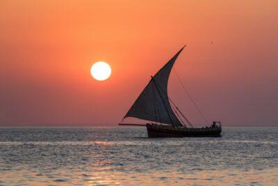 Dhow au coucher de soleil à Zanzibar