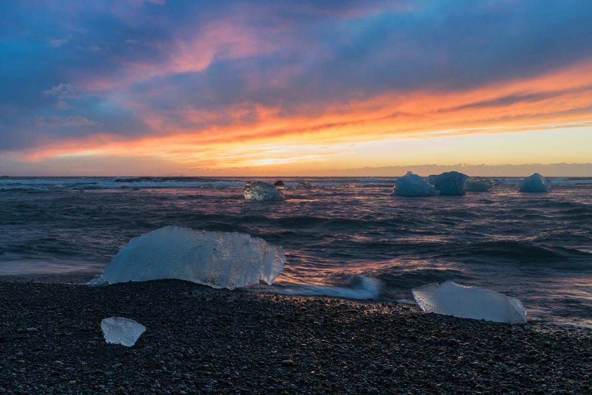 Lever de soleil sur Diamond Beach en Islande