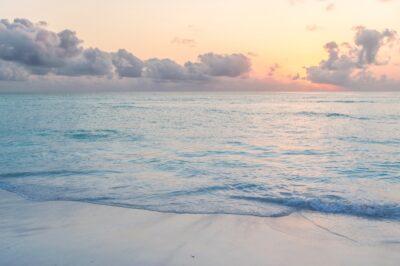 Lever de soleil sur Mnemba Island à Zanzibar