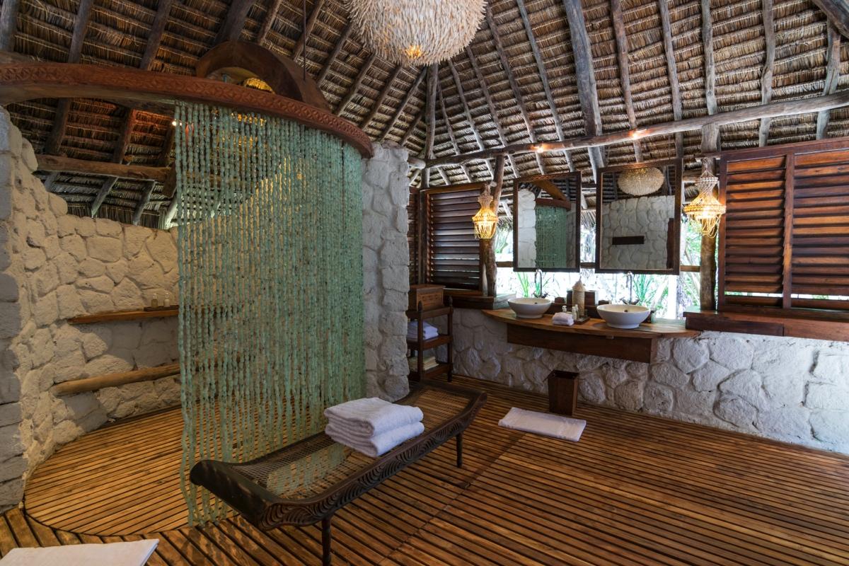 Salle de bain d'une villa andBeyond sur Mnemba Island