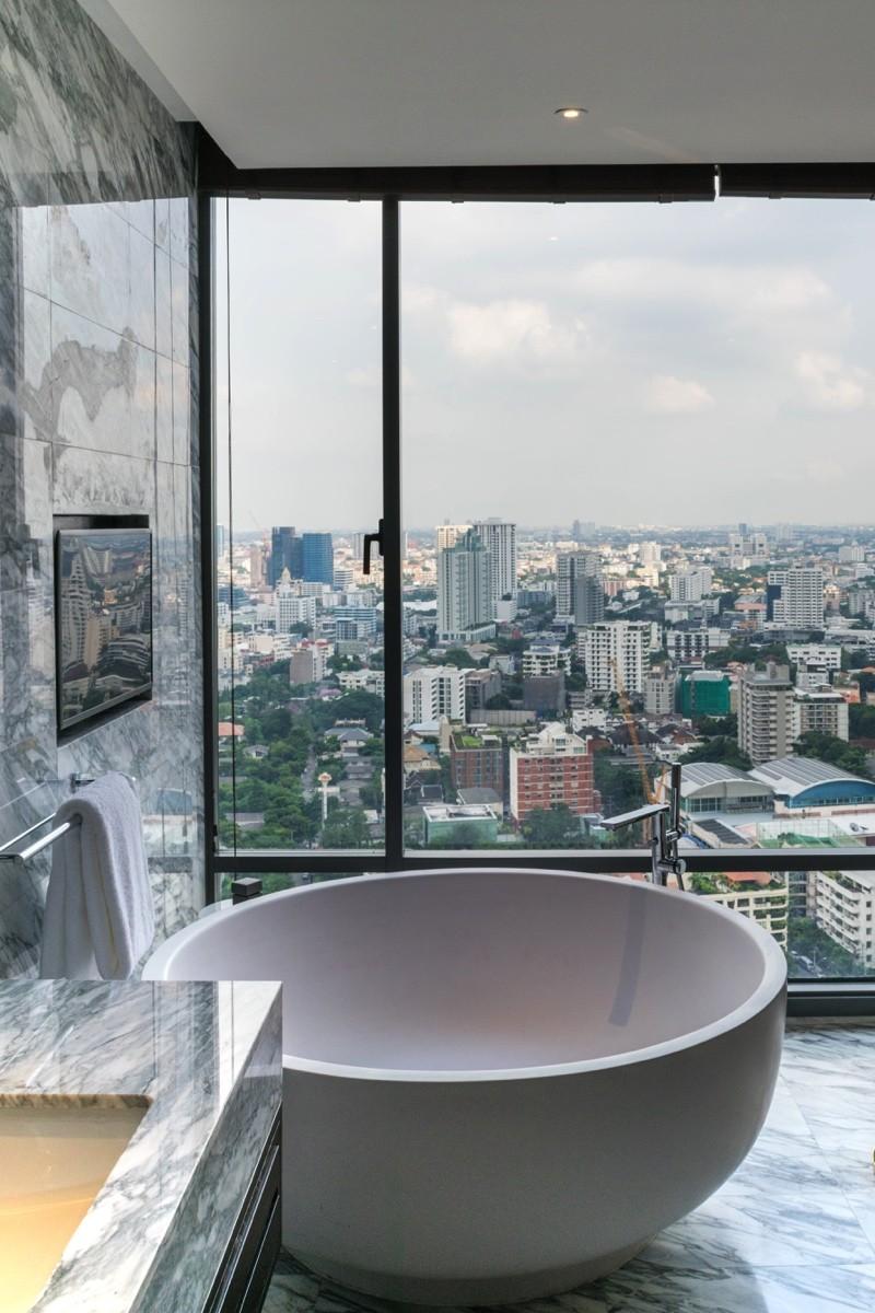 Baignoire au 137 Pillars Suites à Bangkok