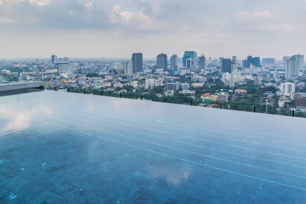 Infinity pool au 27ème étage du 137 Pillars de Bangkok