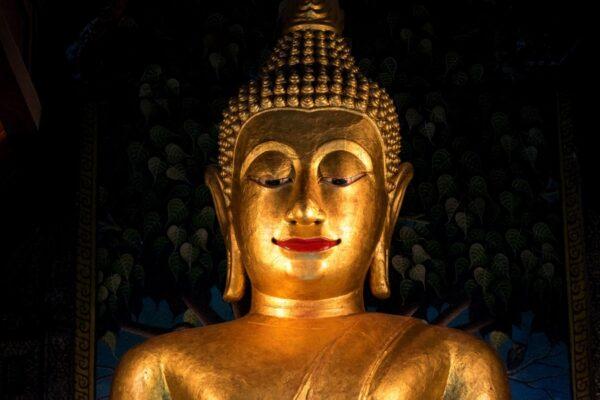 Statue de Bouddha dans un temple de Chiang Mai