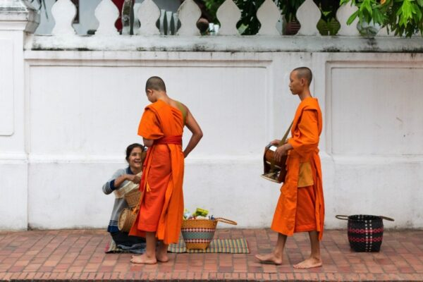 Aumône à Luang Prabang