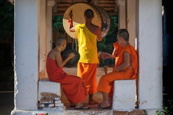 Moines au Wat Xieng Man au Laos
