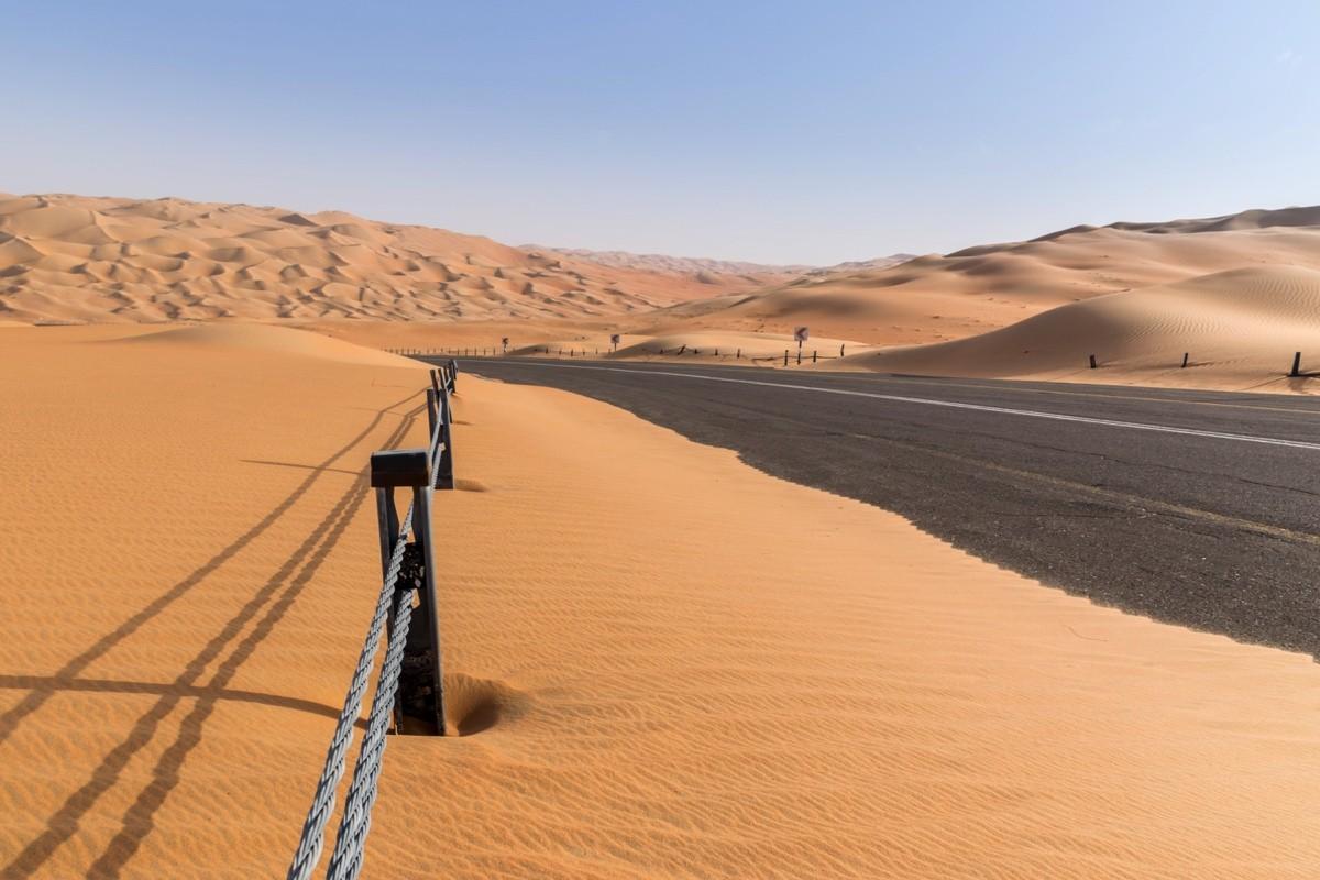 Route ensablée dans le Rub al Khali