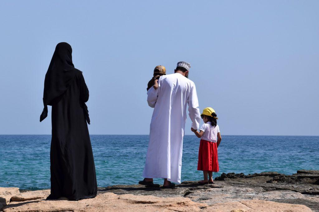 Famille omanaise en bord de mer