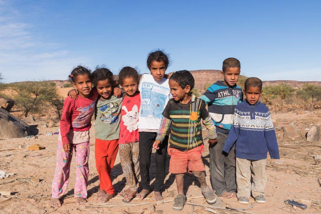 Enfants dans le village d'Azougui