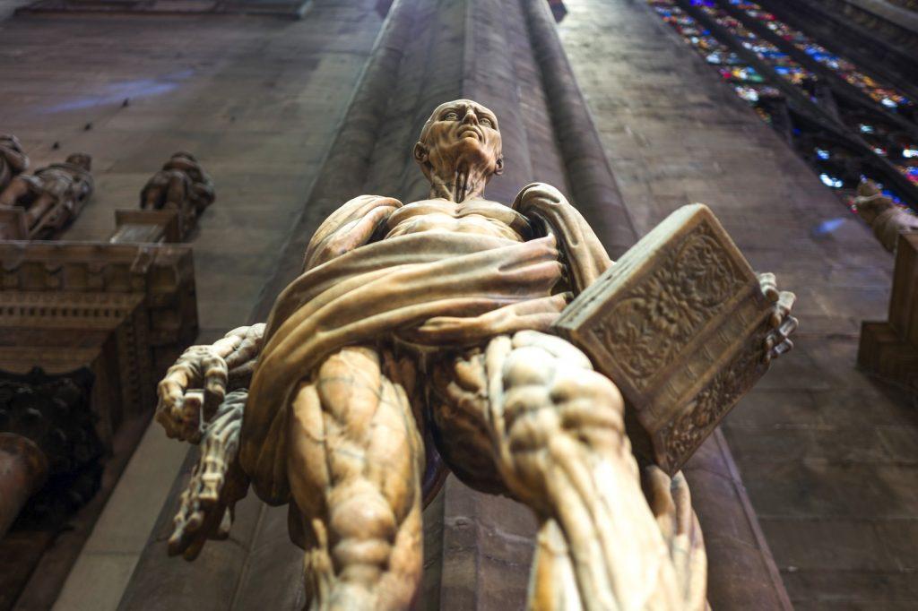 Statue à l'intérieur du dôme de Milan