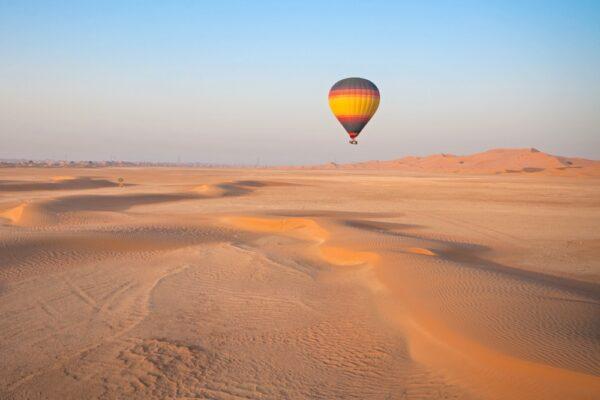 Activité à Dubaï : montgolfière dans le désert