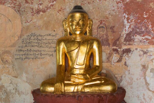 Bagan, statue du Bouddha