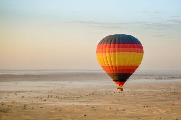 Hot Air Balloon au dessus du désert de Dubaï