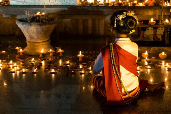 Prière pendant Loy Krathong