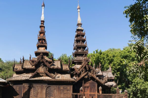 Monastère en bois à Bagan en Birmanie