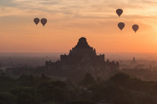 Sunrise à Bagan