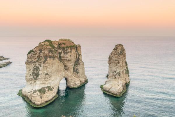 Lever de soleil sur la grotte aux pigeons à Beyrouth au Liban