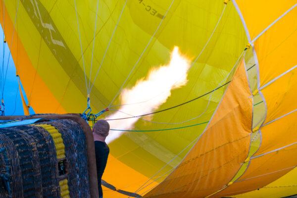 Gonflage de la montgolfière à Majorque