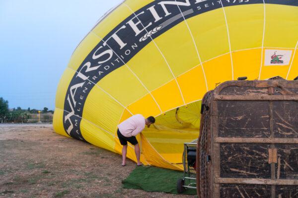 Préparatifs du vol en montgolfière à Majorque