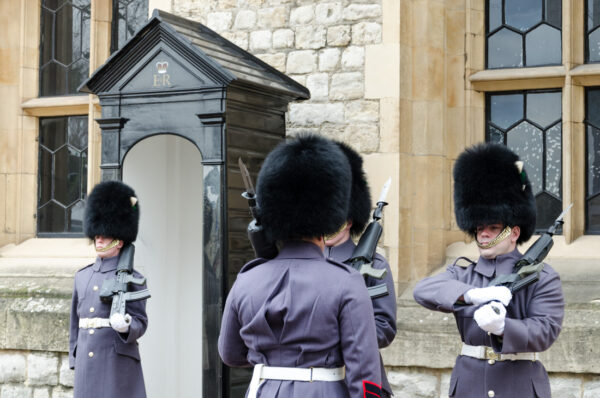 Relève de la garde à la Tour de Londres