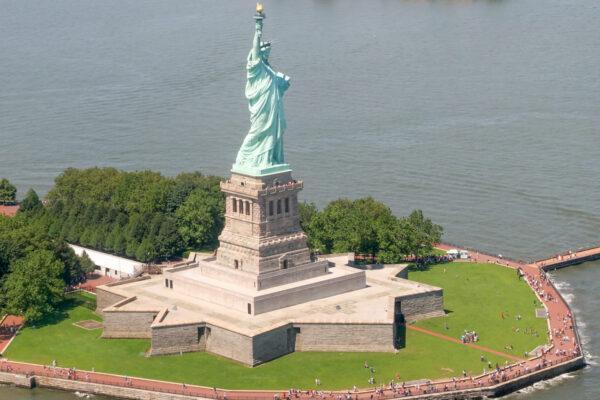 Vol en hélicoptère à New York : statue de la Liberté