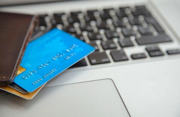 Carte bancaire vs Chapka assurance : avis