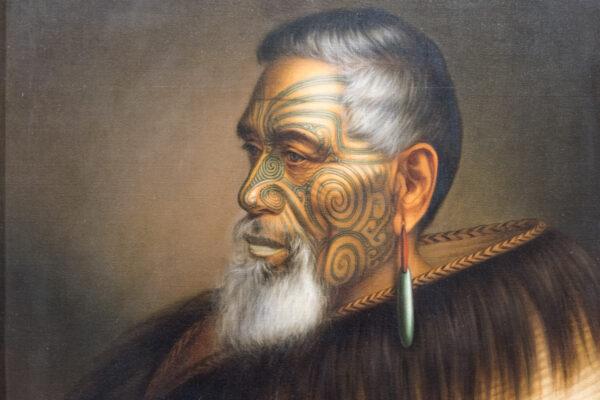 Portrait maori dans un musée d'Auckland