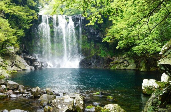 Cheonjeyeon waterfalls sur l'île de Jeju