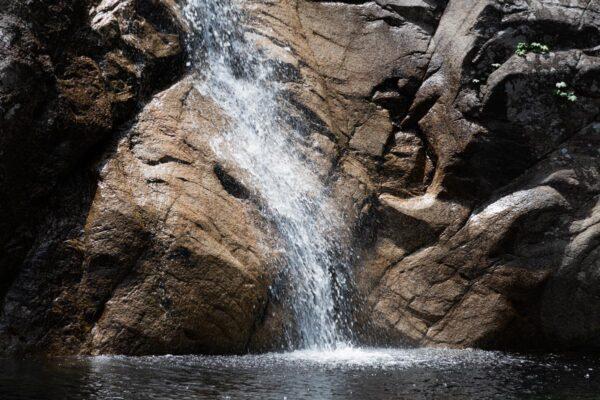 Chutes d'eau dans le parc Seoraksan