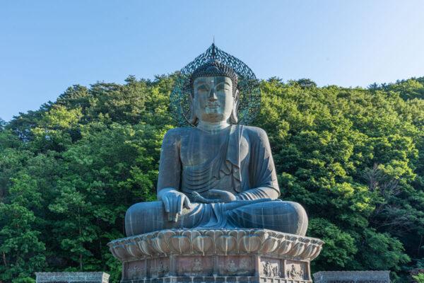Grande statue de Bouddha en bronze à Seoraksan