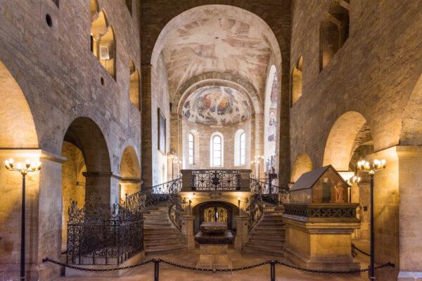 Intérieur de la basilique Saint-Georges au château de Prague