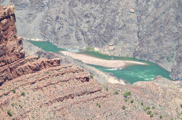 Point de vue sur le Colorado au Grand Canyon