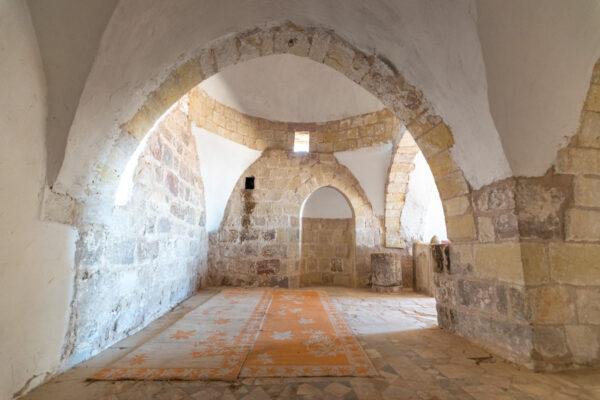 Salle de prière dans le mausolée d'Aaron en Jordanie