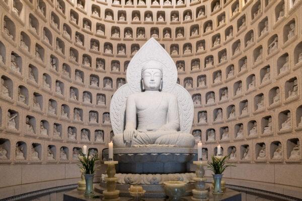 Statue de Bouddha dans l'hermitage Gyejo-am à Seoraksan