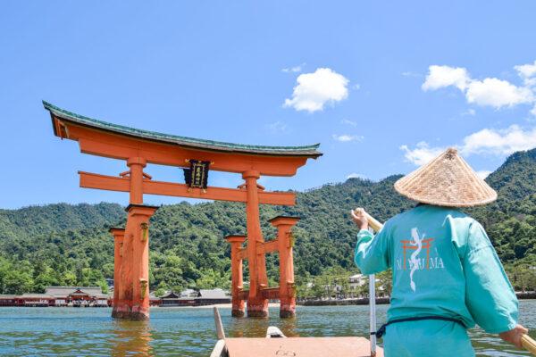 Balade en bateau autour du torii de Miyajima