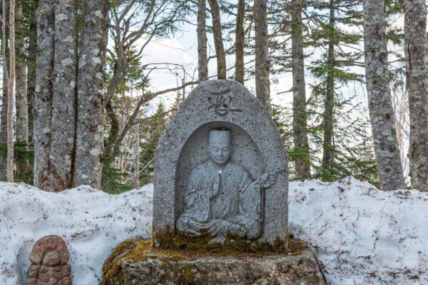 Statue de Bouddha au sommet du Nishi Hotakadake
