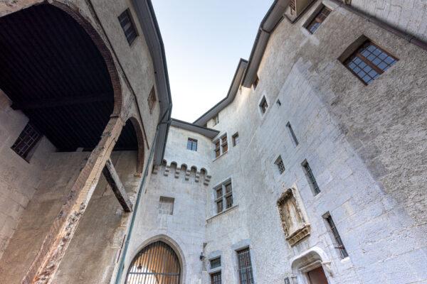 Entrée du château des ducs de Savoie
