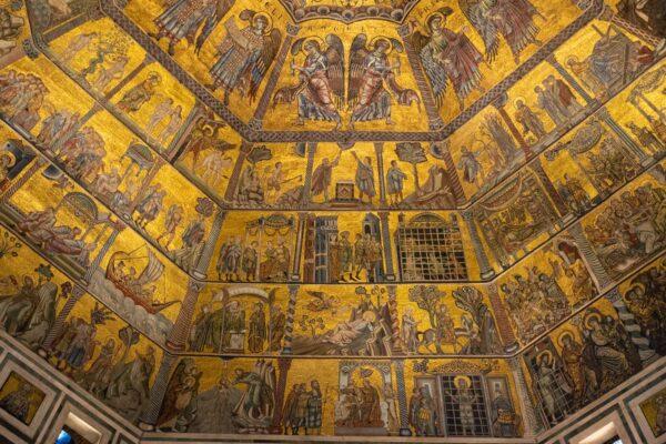 Plafond du baptistère sur la Piazza del Duomo