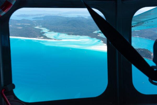 Survol de la grande barrière de corail depuis Airlie Beach
