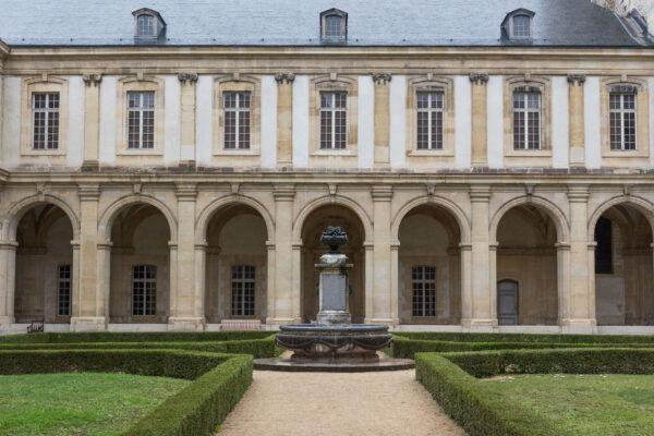 Cloitre du musée Saint-Rémi