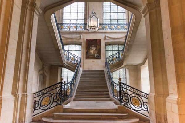 Escalier d'honneur du musée Saint-Rémi
