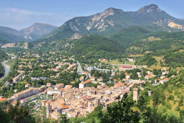 Panorama sur le village de Castellane dans le Verdon
