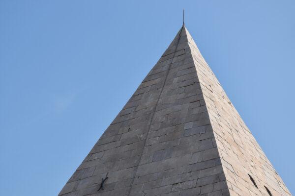 Pyramide de Cestius, lieu d'intérêt à voir à Rome