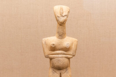 Statuette des Cyclades dans un musée de Santorin