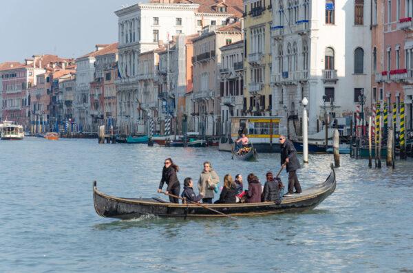 Traghetto à Venise sur le Grand Canal