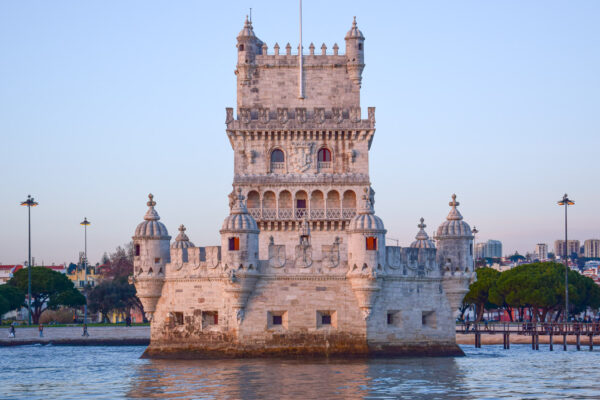 Tour de Belém depuis le Tage