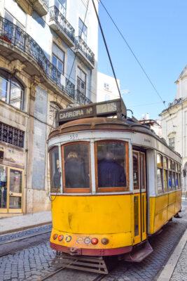 Vieux tramway jaune de Lisbonne