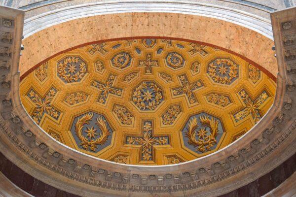 Détails dans le panthéon de Rome