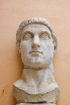 Tête de la statue colossale de Constantin Ier