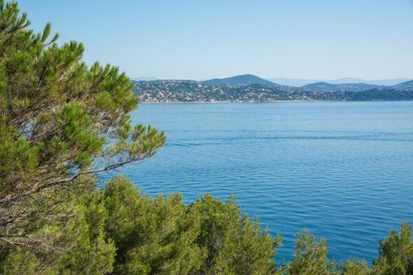 Loger à Saint-Tropez en bord de mer